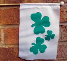 SHAMROCK (IRELAND) - HAND WAVING FLAG (MEDIUM)